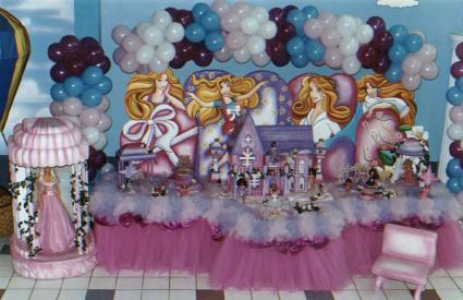 http://www.culturamix.com/wp-content/gallery/festa-de-aniversario-da-barbie/festa-de-aniversario-da-barbie-1.jpg