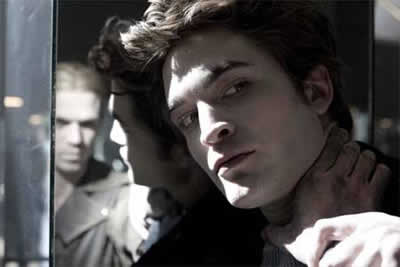 Robert Pattison como Edward Cullen