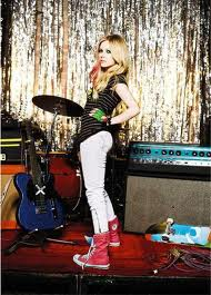 Avril Lavgine Usando All Star Cano Longo